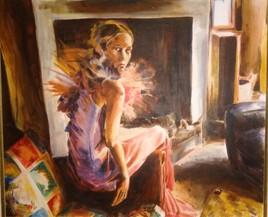 femme assise près de la cheminée