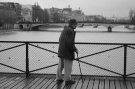 Vieil homme sur le Pont des Arts