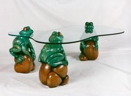 Table basse aux grenouilles