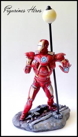 Statuette en argile d'iron man