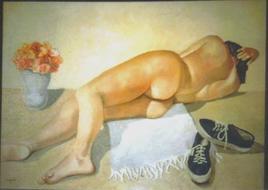 nudo con scarpe da ginnastica