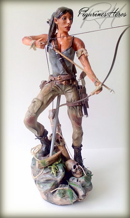 Figurine du super héro Lara Croft, du célèbre jeu Tomb raider.