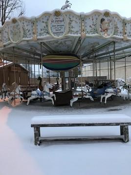 Le manège sous la neige