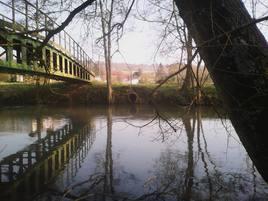 Pont rouge, nature du matin.